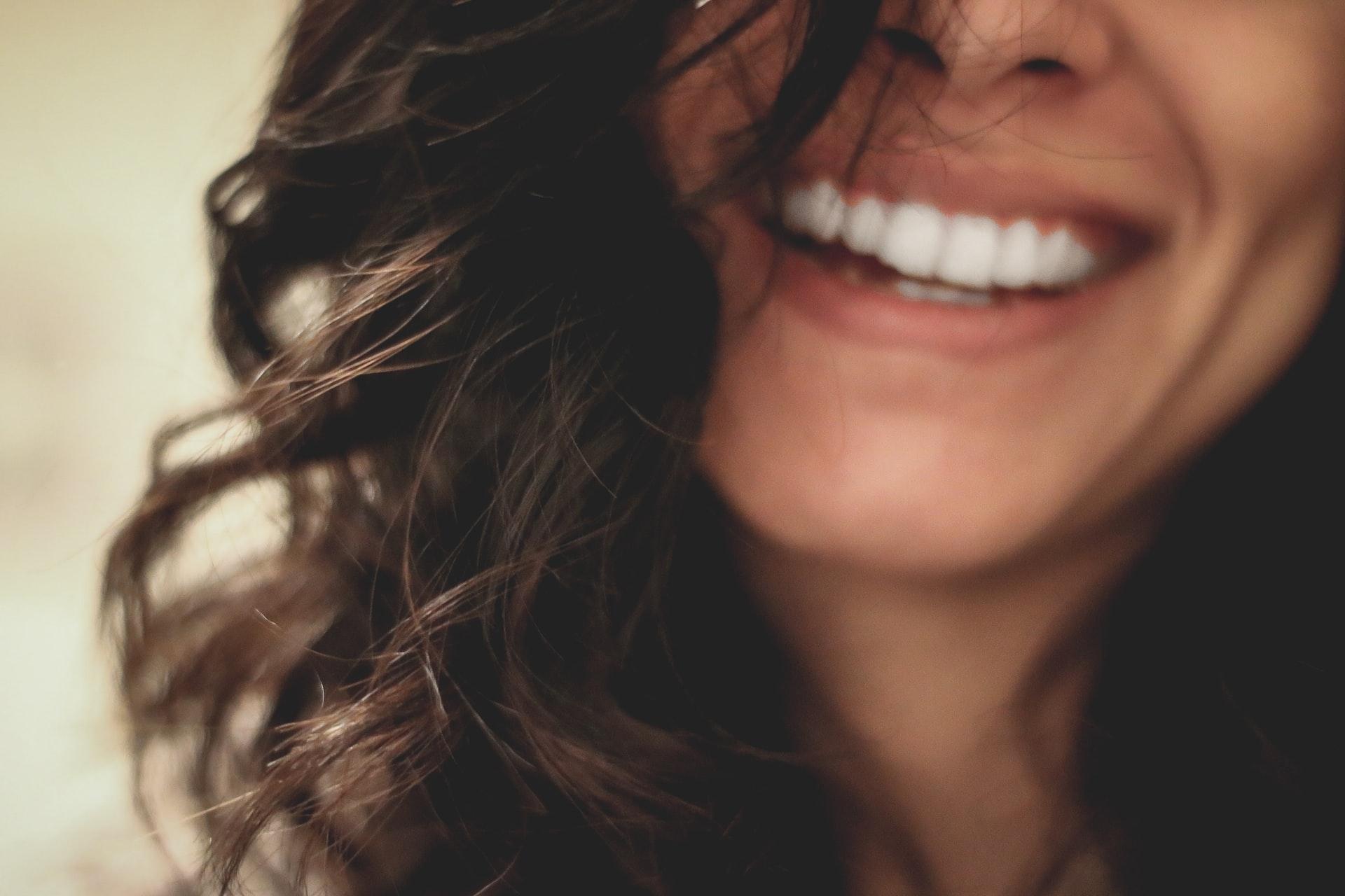 За какво трябва да внимаваме след поставянето на зъбни импланти?