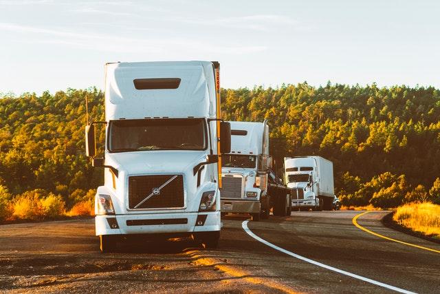 Товарен транспорт: Избор на най-добрия камион според нуждите на спедитора